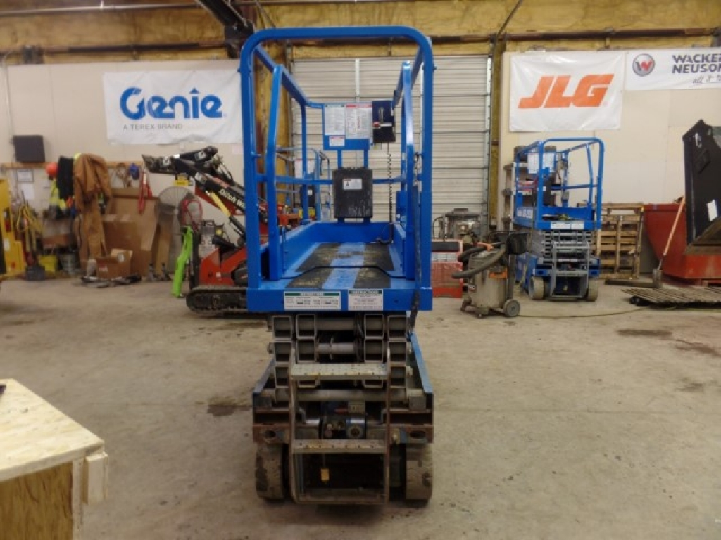 scissor-lift-construction-equipment-genie-gs1930-3